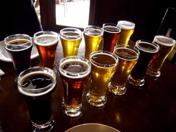 Sampling_beers_in_style_at_Spinnakers-421449-edited.jpg